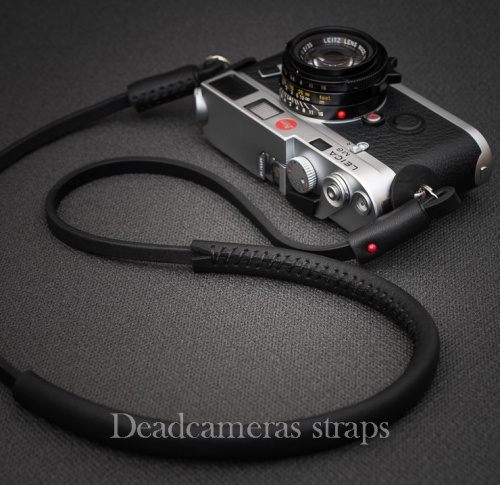 The deadcameras shoulder strap and the Leica M, the perfect combination.