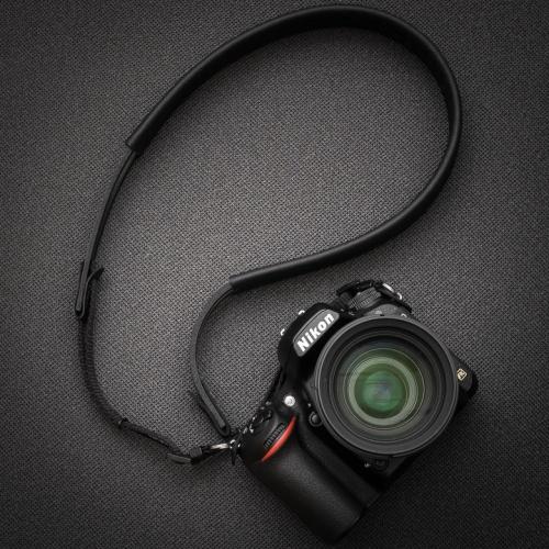 "The ""XL"" strap & the Nikon D750"